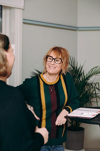 Pressbild för föreläsaren Anna Sjöström, alias Promilletanten, foto Cajsa-Stina Romin